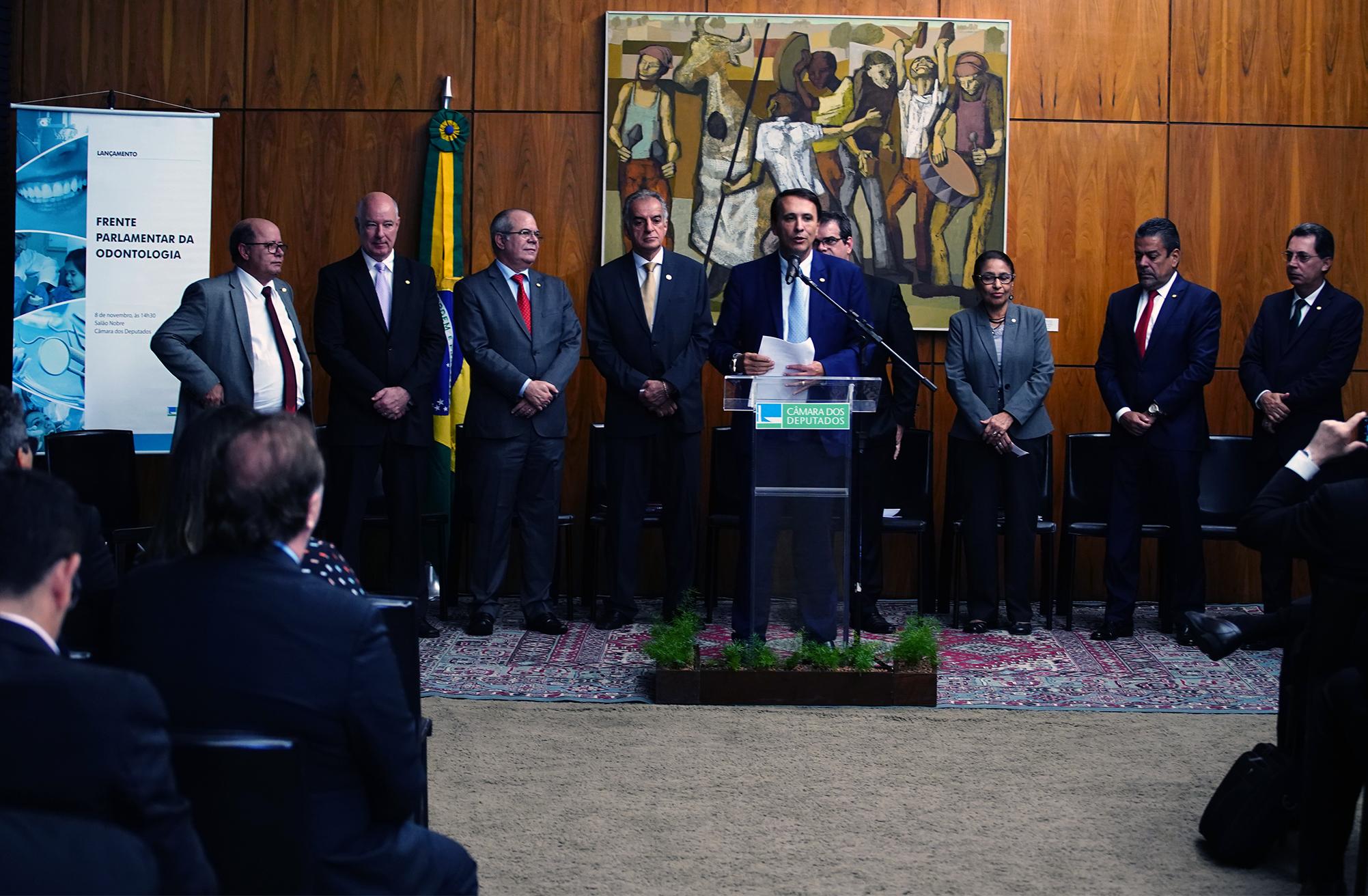 Deputados lançam Frente Parlamentar da Odontologia